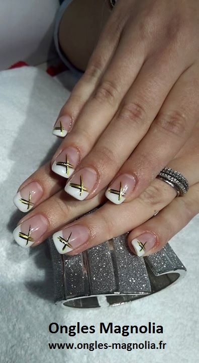 ongles magnolia pose de french blanche sur ongles naturels nail art vert anis et noir ongles. Black Bedroom Furniture Sets. Home Design Ideas