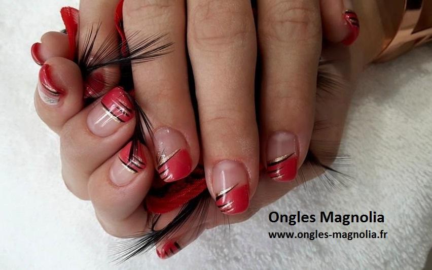 Ongles Magnolia Pose french permanente couleur rouge et décoration noir  argenté