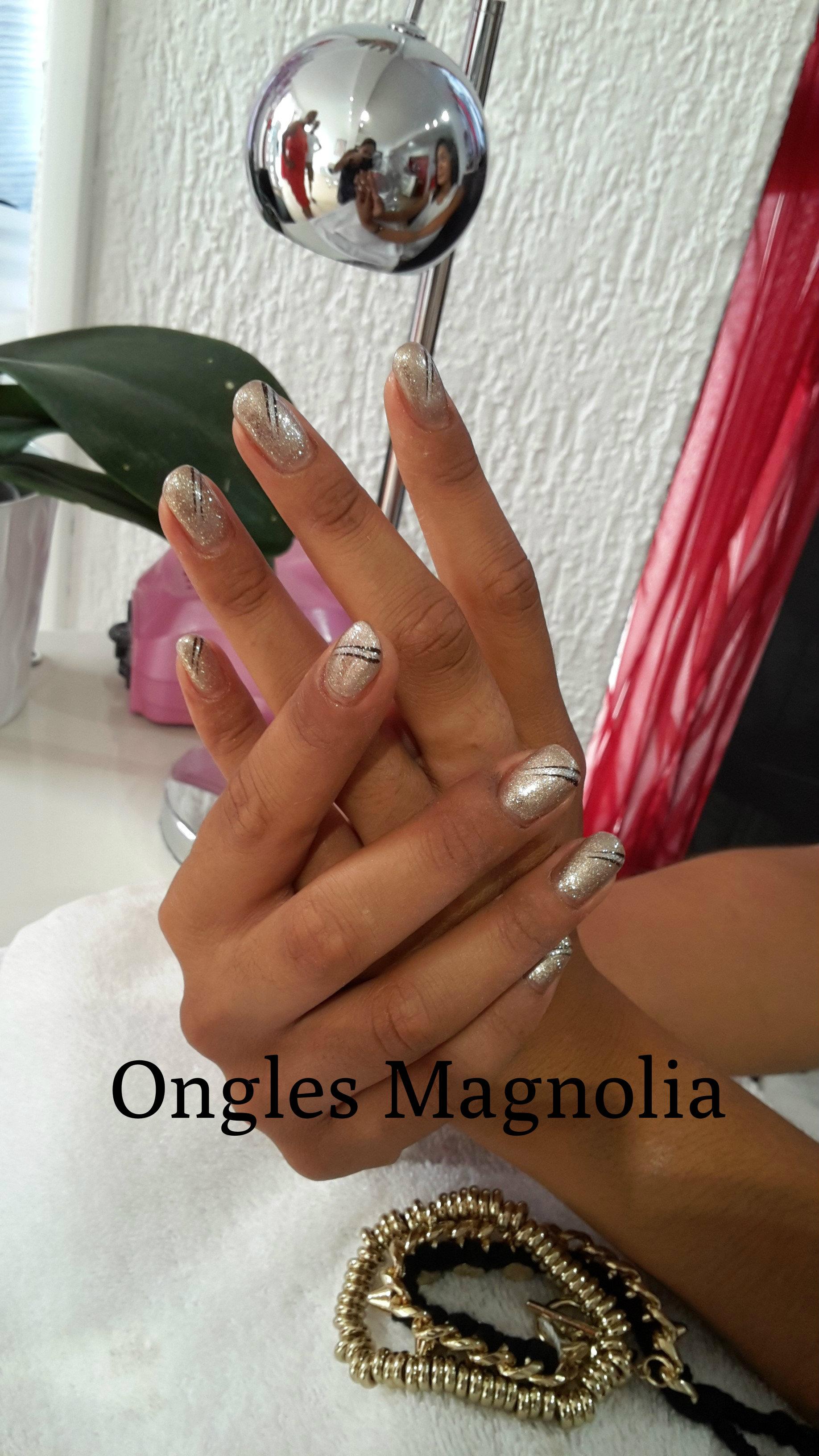 Ongles Magnolia pose d'ongles en gel neuville sur saone lyon
