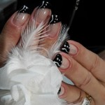 Nail art, capsules pour ongles, strass, bijoux, paillettes pour ongles. Ongles Magnolia Neuville sur Saone