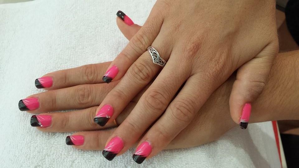 french noire sur semi,permanent rose fluo nail art argenté et strass